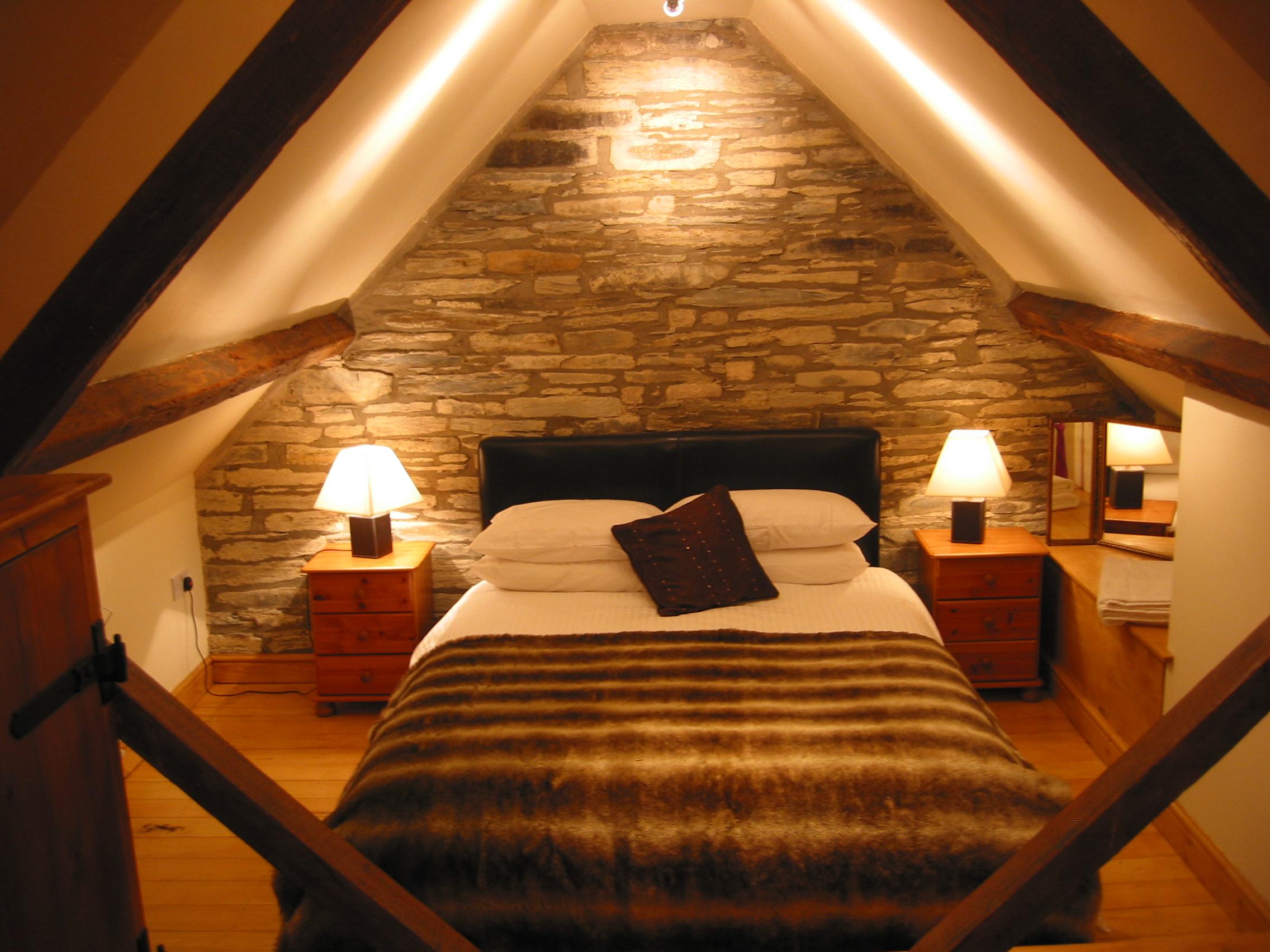 Комната под крышей своими руками с фото